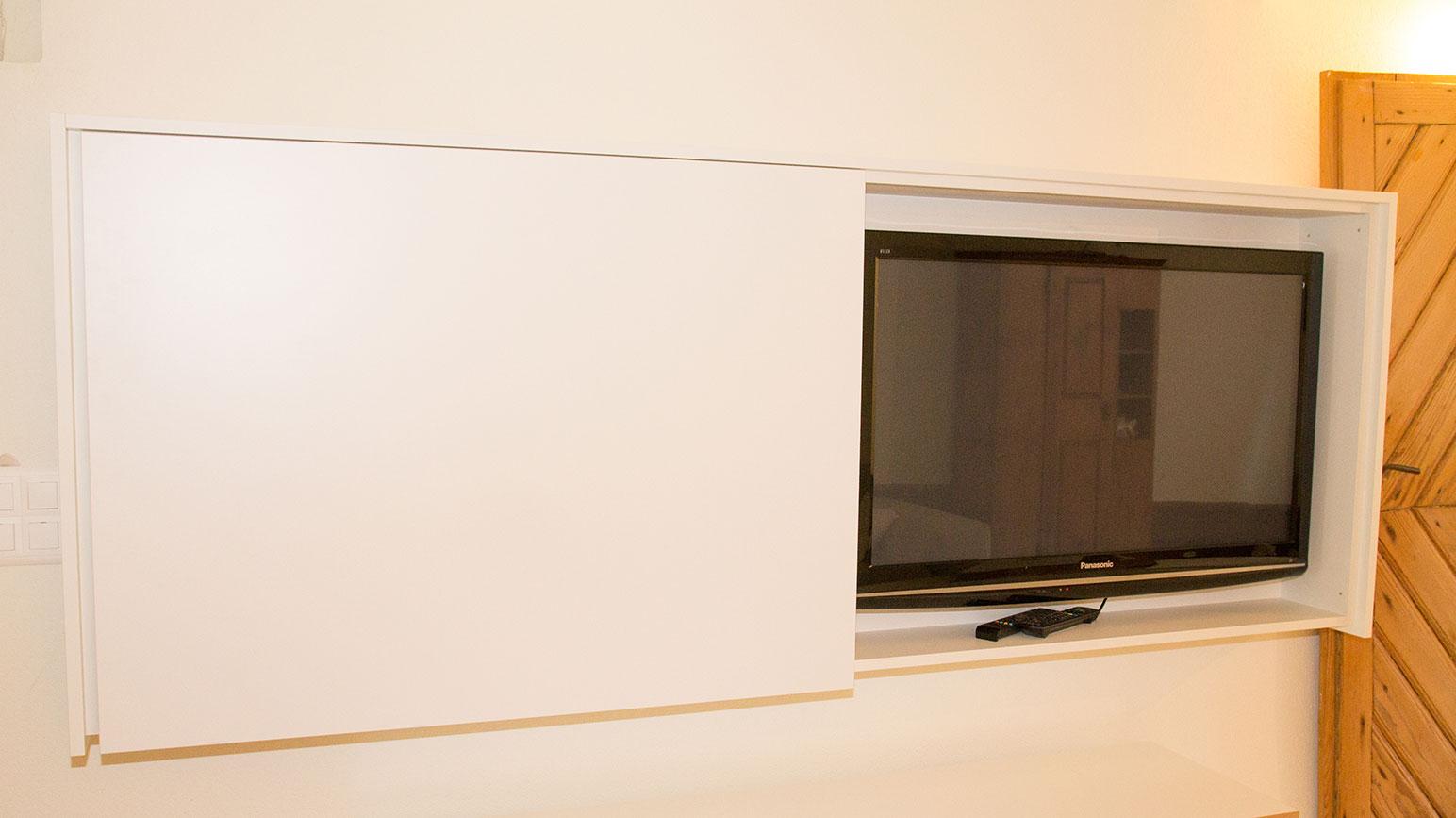 fernsehm bel der schreinerei bopp ag schreinerei bopp ag. Black Bedroom Furniture Sets. Home Design Ideas